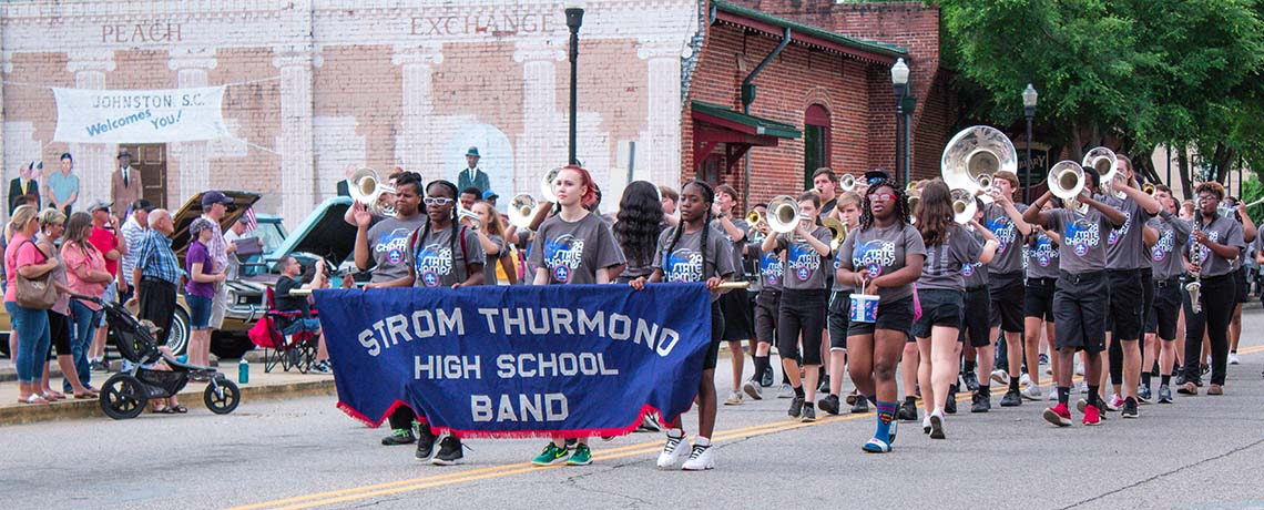 Parade Entries, Entertainers Wanted for the Johnston Peach Blossom Festival